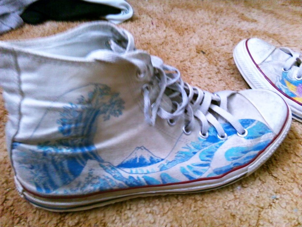 japan_converse__great_wave_off_kanagawa_by_shikamaru_link-d5y2nfm.jpg