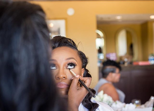 Grateful | To be able to share life changing moments with my Brides & doing what I love. Which includes smoking out liner 🤣 (No for real, What is a life without smoked liner honey??) 🤷🏾♀️ 📷 : @cheriserichards . . . #atlmua #atlmakeup #atlantamua #atlantabride #atlantaweddingphotographer #makeupatlanta #muaatlanta #makeupatl #BridalHair #muaatl #Atlantaweddingplanner #atlantamakeup #2019Bride #bridalmakeup #atlwedding #AtlantaBridalMakeup #atlantamakeupartist #atlmakeupartist #AtlantaBridal #bridalmakeupartist #southernnoirweddings #thecoordinatedbride #blkbridalbliss #engagementphotos #blackbridemagic #munaluchibridal #blackbride1998 #chocolatebridesandgrooms #munaluchibride #thecoordinatedbride #theblackbachelorette