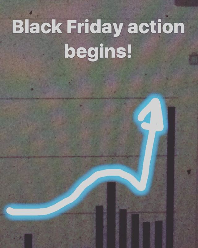 #blackfriday action begins! All the best to our awesome #shopify customers 🙌 #ecommerce