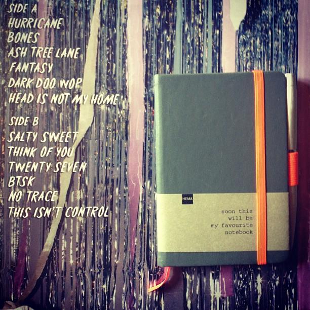 Favoriete notebook en favoriete plaat van het moment #secondhandrapture