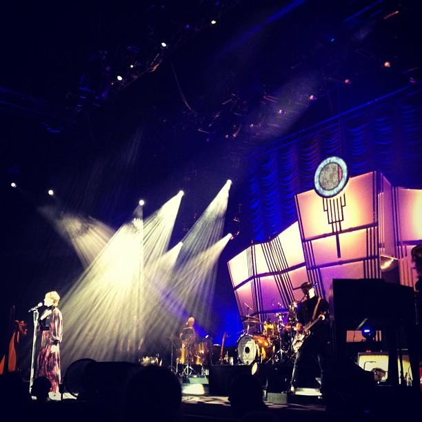 Die rosse gaat lopen met de prijs voor schoonste decor en meeste muzikanten op het podium (at Lotto Arena)