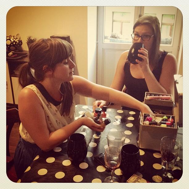 Daarvoor weten ze dus de weg naar mijn huis wel: drank & nagellak… (Taken with  Instagram  at Clap, Bux, Lando & Amoo's huis)