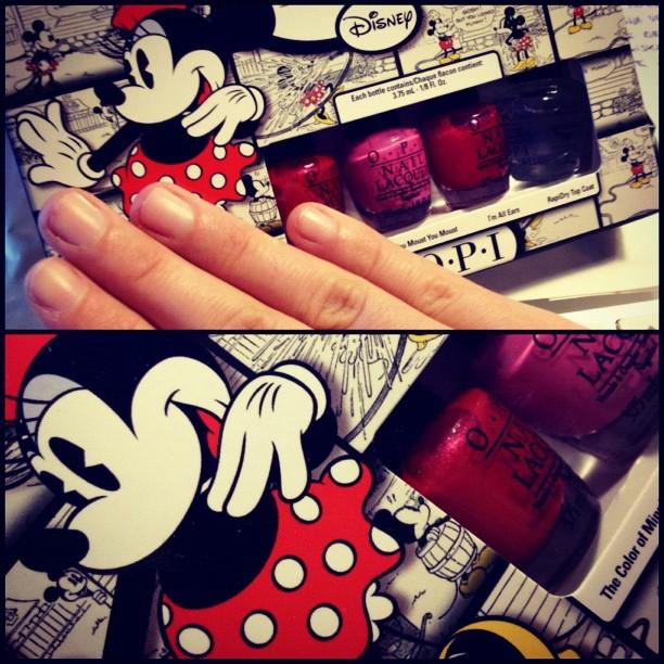 De postbode bracht mij dit. En mijn nagels zijn naakt. Y'all know what that means! #disney #minnie #opi (Taken with  Instagram )