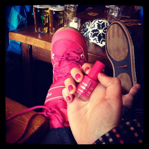 Ook tijdens het boarden blijf ik trouw aan mijn kleur (Taken with  Instagram  at Val Thorens Ski Resort)