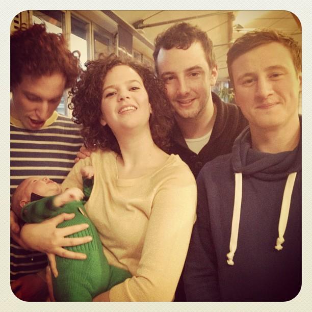 Familieportret (Taken with  instagram )   Ik met mijn mannen.   VLNR: Lander (van mij), Jef, (geleend), Thomas (inwonende slaper), Thomas (slaper)