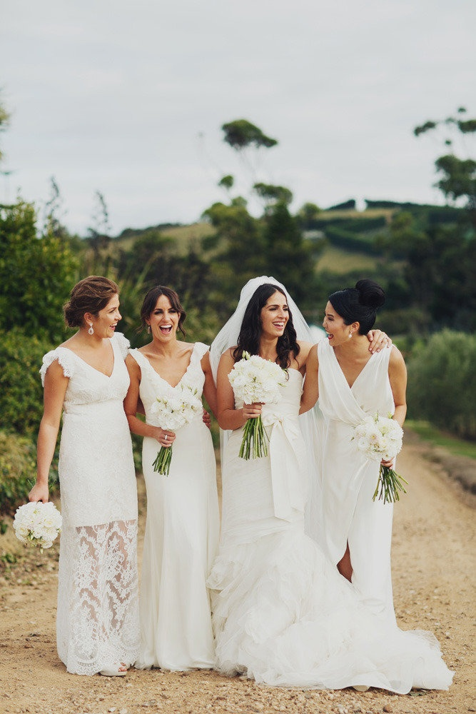 Quelle: http://www.stylemepretty.com/2012/11/14/new-zealand-wedding-from-erin-lovich/