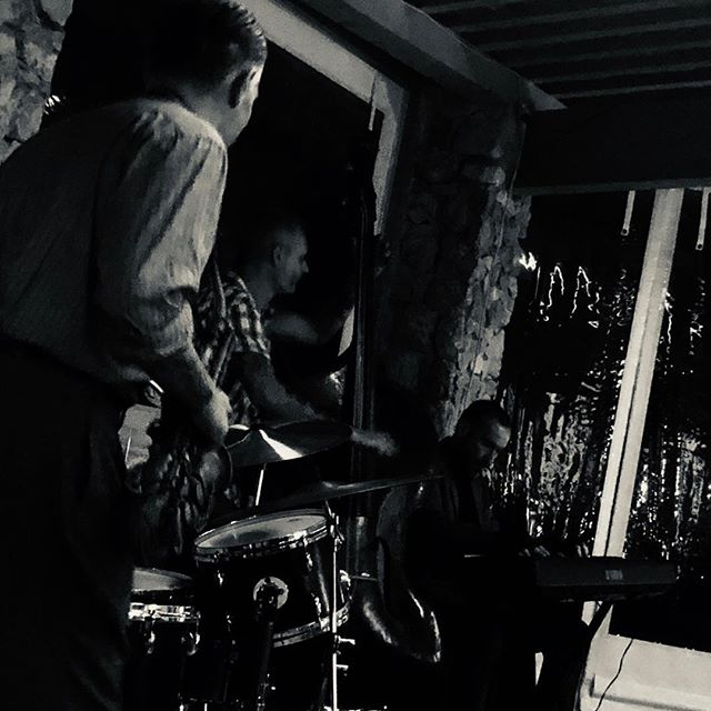 Seb Chaumont band aux Pierres Longues - Friday night's alright for be bop and red wine :-) #seb.chaumont2018 #bebop #jazz #blackandwhite #lespierreslongues #blues #swingmusic #rumrunnerscarclub
