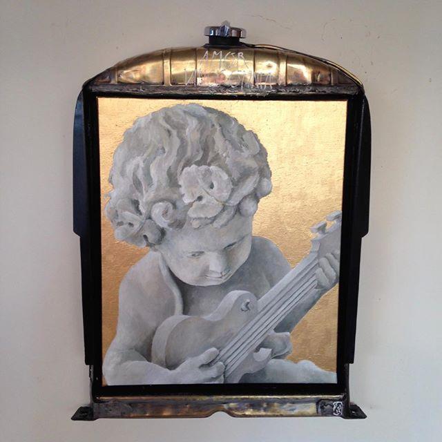 An angel on my shoulder - acrylic on canvas and ford 1937 radiator frame - dedicace aux potos du @rumrunnerscarclub - prod de @owlsandvultures  #hotrod #angel #angels #angelonmyshoulder #popachubby #inpaintwetrust #artlover  #painting #peinture #carart #gold #rock #rocknroll #blues #bluesandbeyond #guitar #pickuptruck