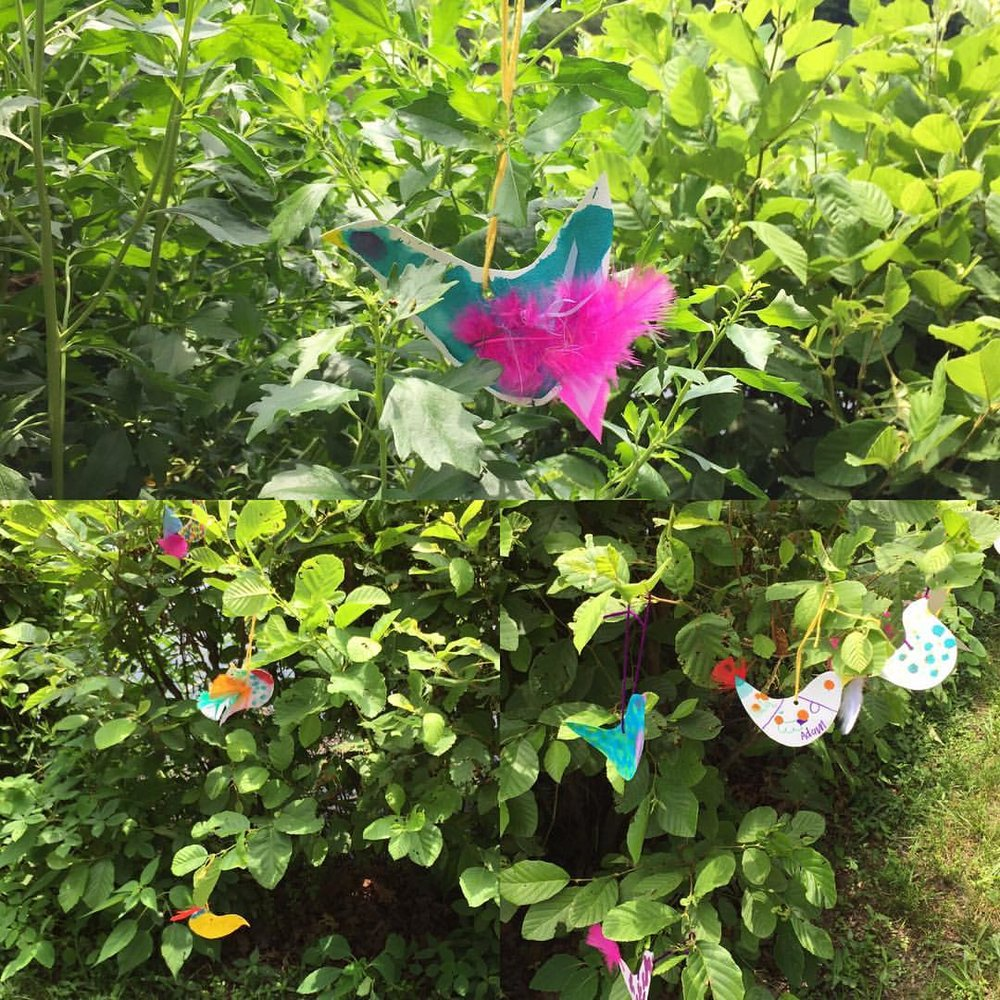 Fun #summertime project with the kids. Fill your bushes with birds. #artandnature #getoutside #artforkids  (at Booth Amphitheatre)