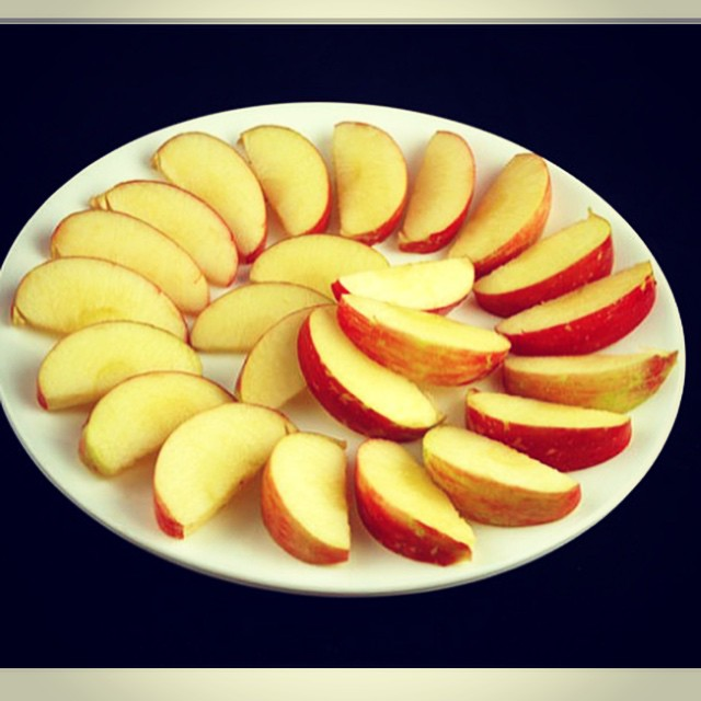 What 200 calories looks like in different foods.  http://www.boredpanda.com/what-200-calories-look-like/  #feedthemama  #feedthekids