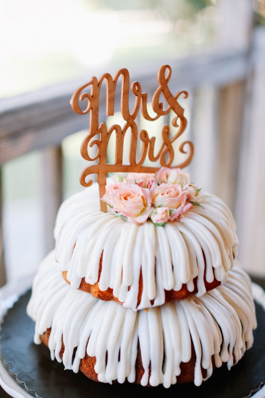 Photo by: Allie Lindsey Photography / Learn more about this cake at: Artfully Wed
