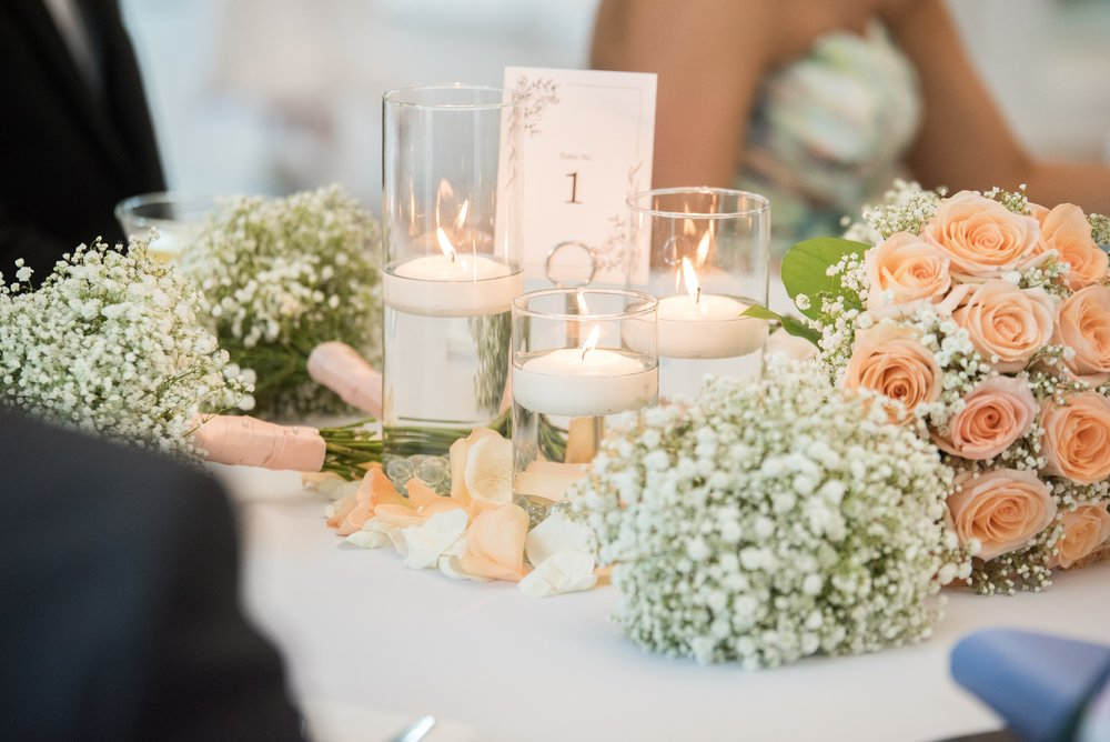 Flowers: Morrison's Flowers |  Photograph: Lindsey Lyons Photography