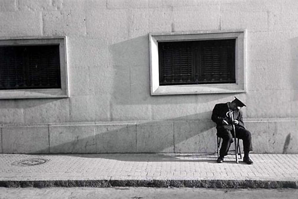 HANNON_sleeping_watchman_seville_(spain)_1956_11x14.jpg