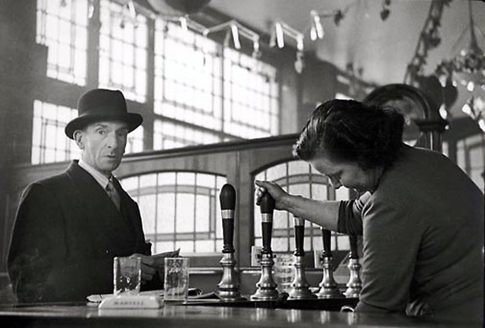 HANNON_man_with_hat_in_pub_(london)_1956_p11x14_high.jpg