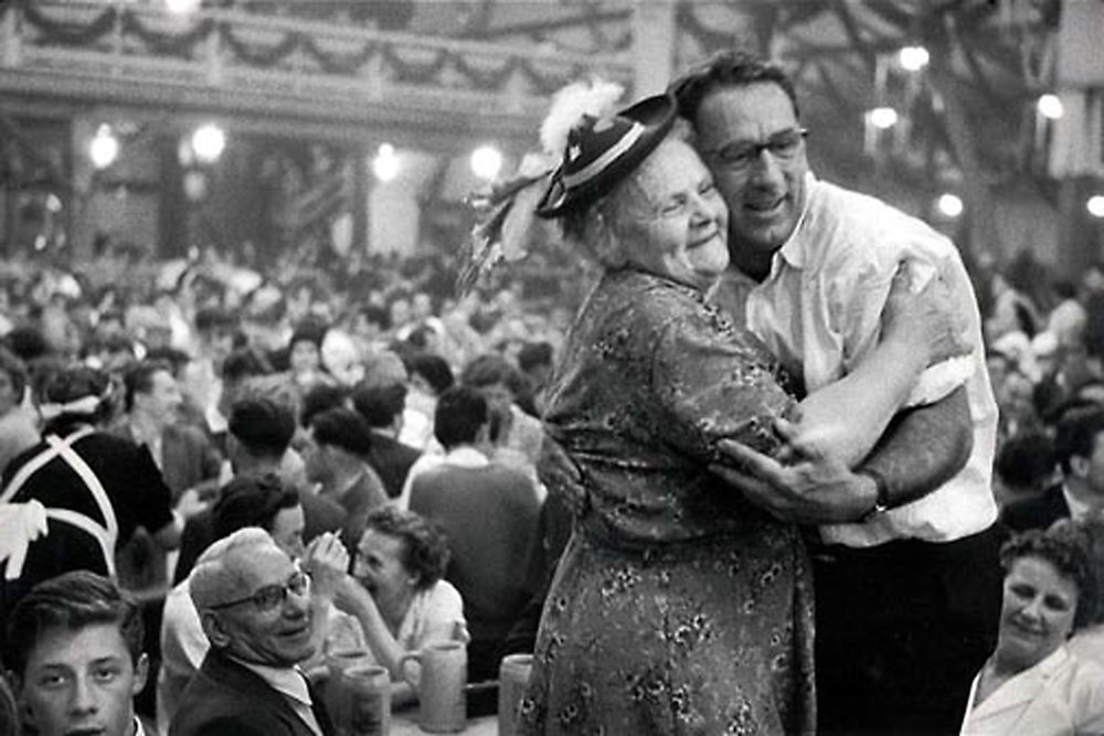 HANNON_hugging_at_octoberfest_(munich)_1957_p11x14_high.jpg