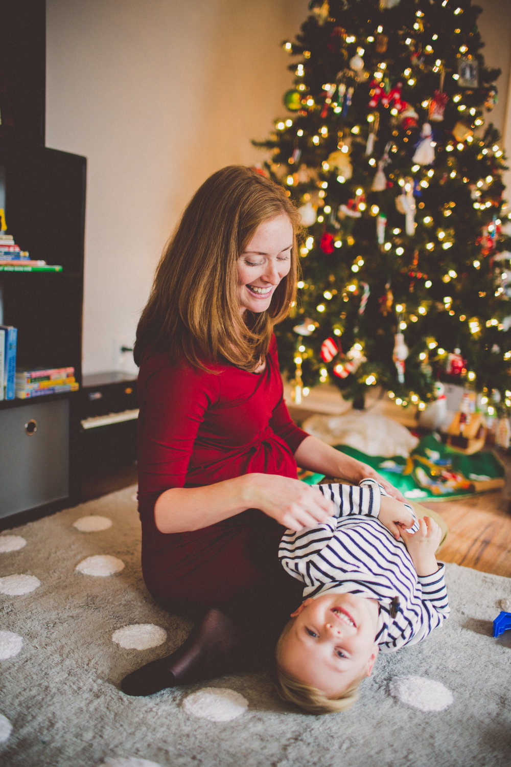 inhome-maternity-holiday-session-kelley-raye-atlanta-famlily-photographer-5.jpg