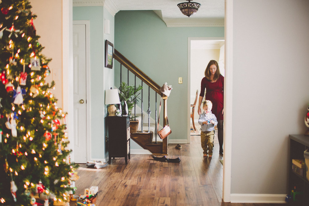 inhome-maternity-holiday-session-kelley-raye-atlanta-famlily-photographer-12.jpg