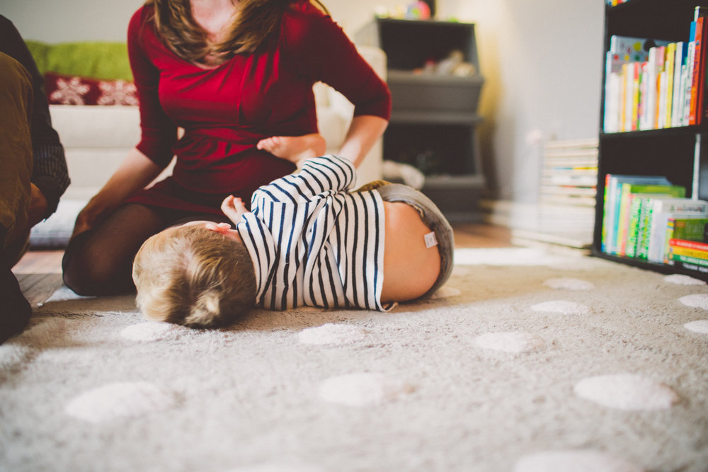 inhome-maternity-holiday-session-kelley-raye-atlanta-famlily-photographer-15.jpg