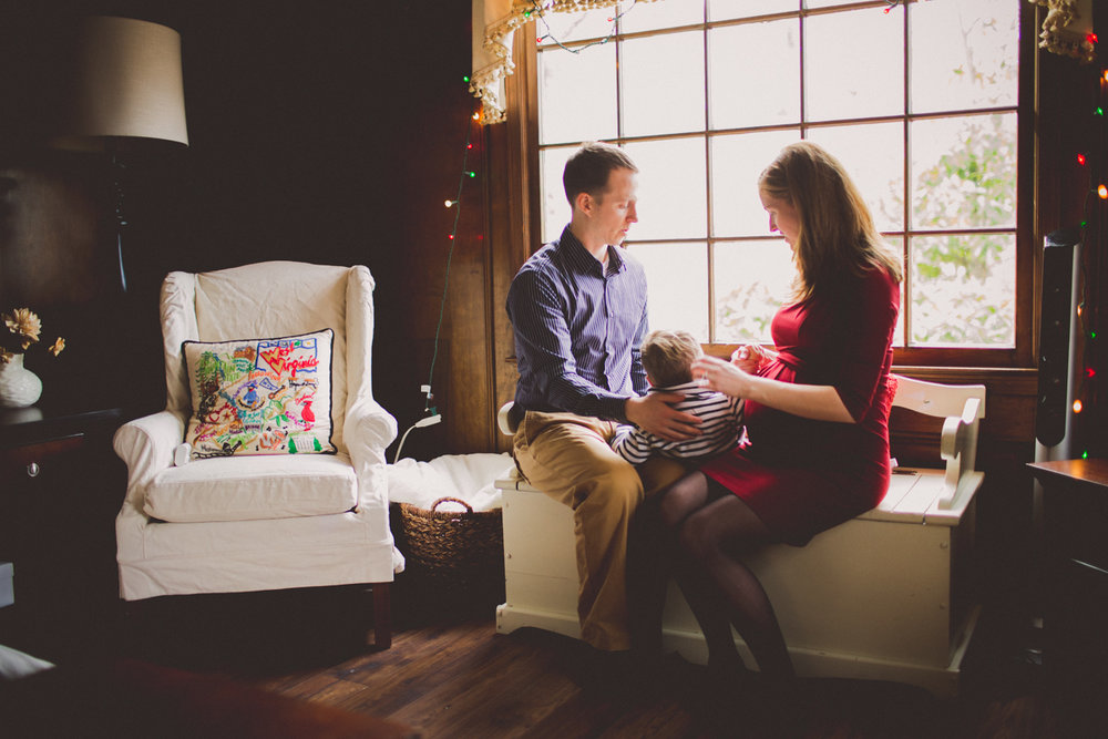 inhome-maternity-holiday-session-kelley-raye-atlanta-famlily-photographer-21.jpg