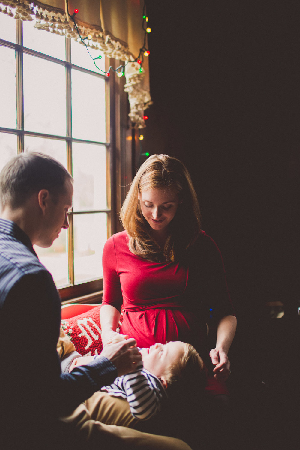 inhome-maternity-holiday-session-kelley-raye-atlanta-famlily-photographer-24.jpg