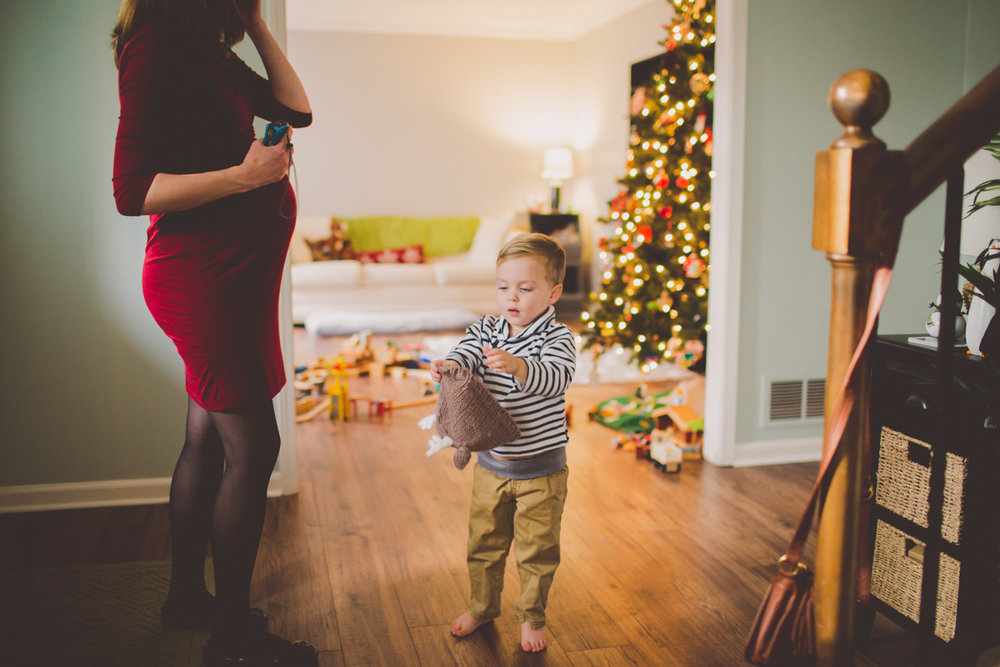inhome-maternity-holiday-session-kelley-raye-atlanta-famlily-photographer-30.jpg