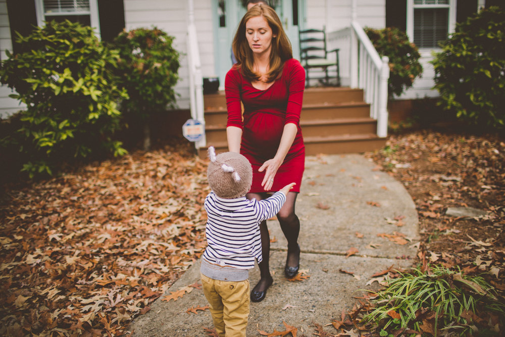 inhome-maternity-holiday-session-kelley-raye-atlanta-famlily-photographer-37.jpg