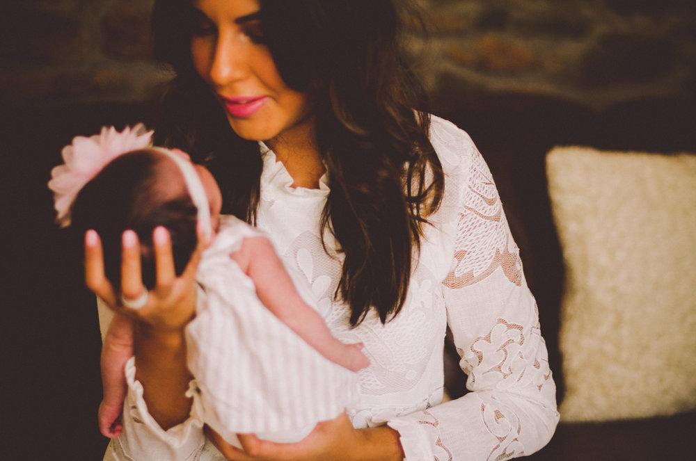 esmeralda-inhome-newborn-session-kelley-raye-atlanta-famlily-photographer-10.jpg