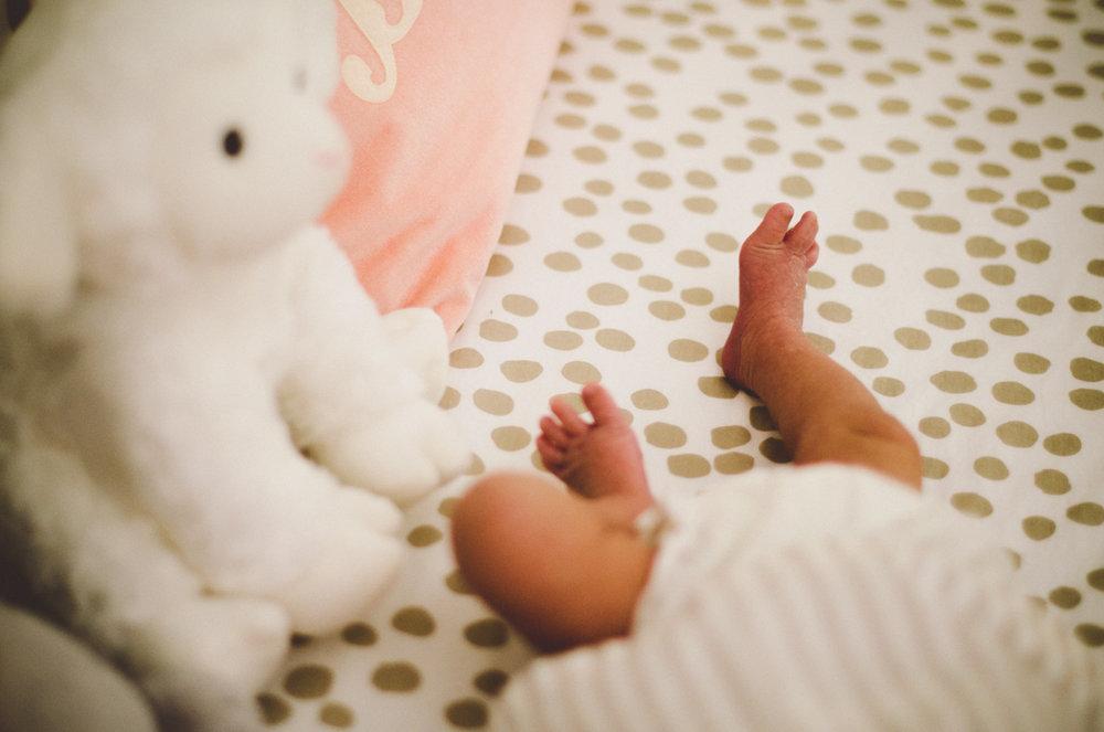 esmeralda-inhome-newborn-session-kelley-raye-atlanta-famlily-photographer-24.jpg