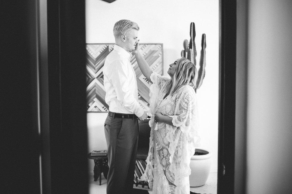 taryn-adam-joshua-tree-elopement-kelley-raye-los-angeles-wedding-photographer-13.jpg