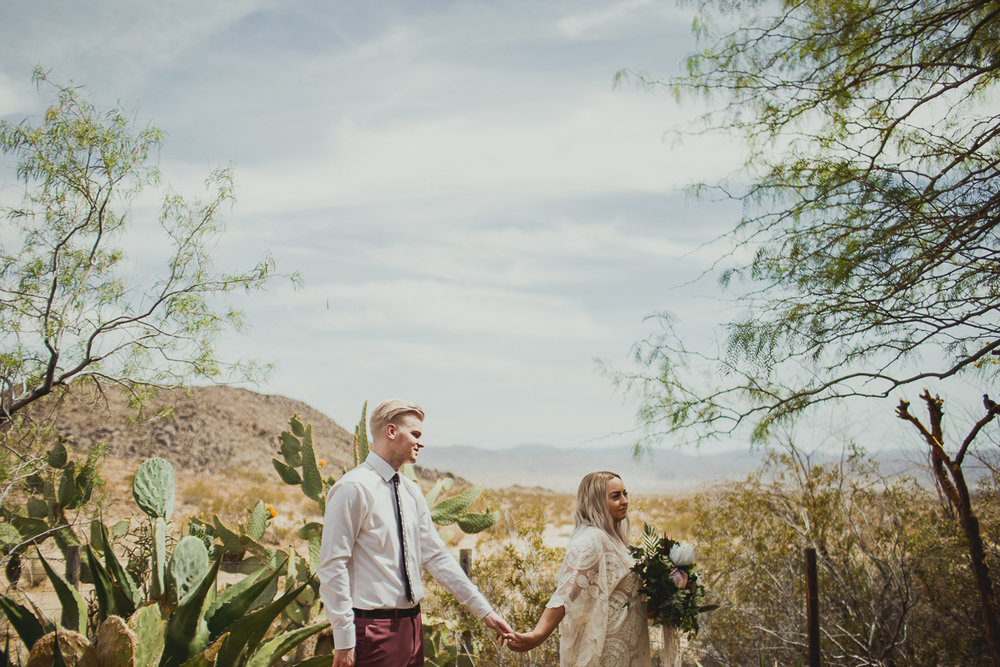 taryn-adam-joshua-tree-elopement-kelley-raye-los-angeles-wedding-photographer-65.jpg