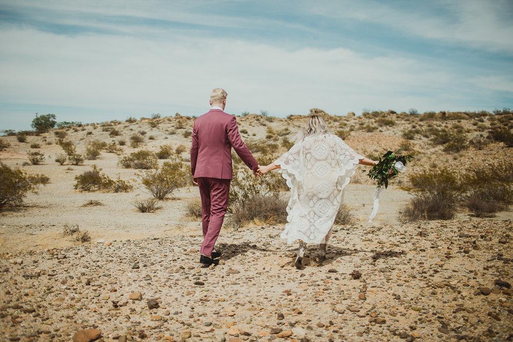 taryn-adam-joshua-tree-elopement-kelley-raye-los-angeles-wedding-photographer-72.jpg