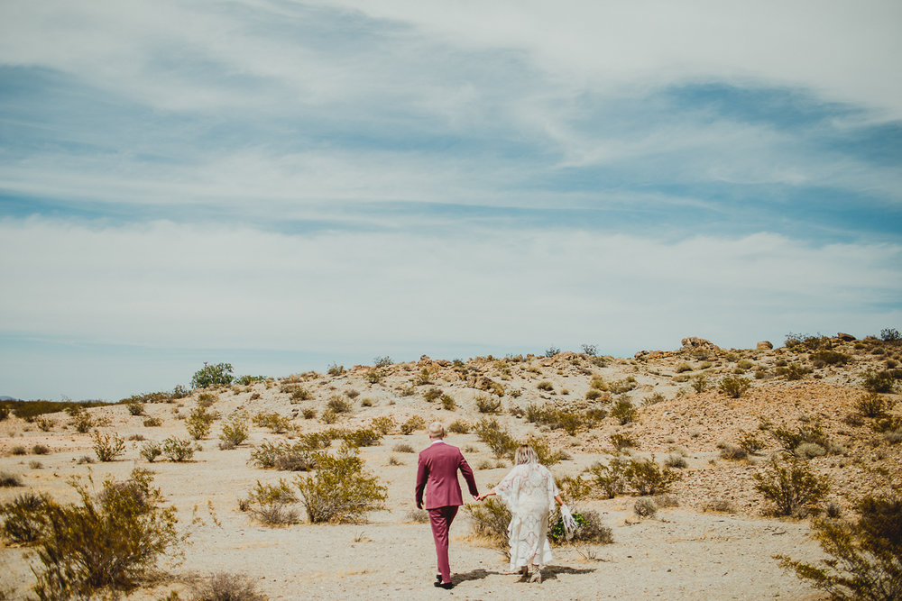 taryn-adam-joshua-tree-elopement-kelley-raye-los-angeles-wedding-photographer-74.jpg