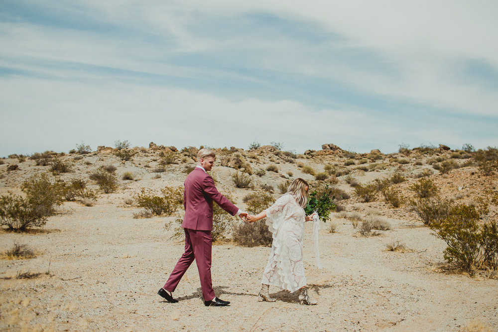 taryn-adam-joshua-tree-elopement-kelley-raye-los-angeles-wedding-photographer-77.jpg