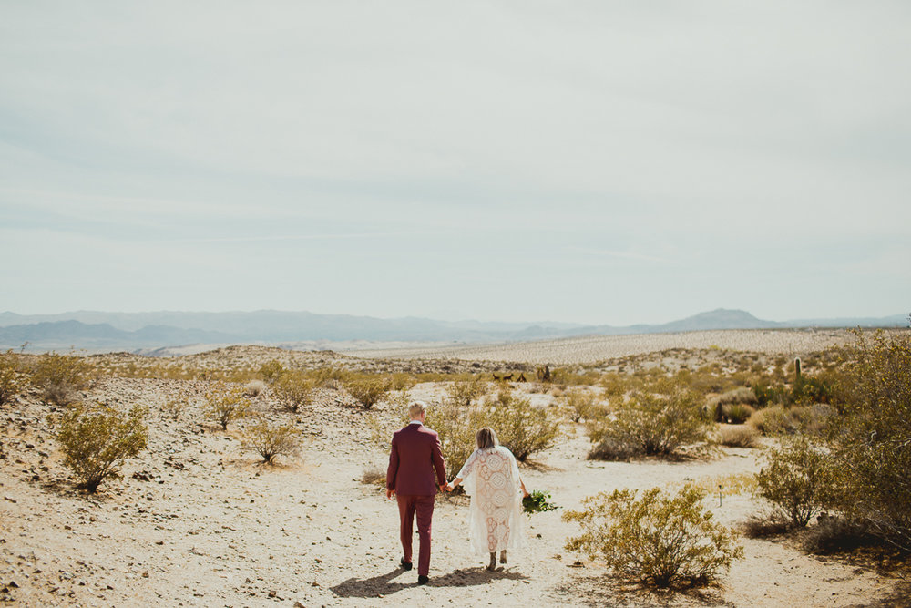 taryn-adam-joshua-tree-elopement-kelley-raye-los-angeles-wedding-photographer-90.jpg