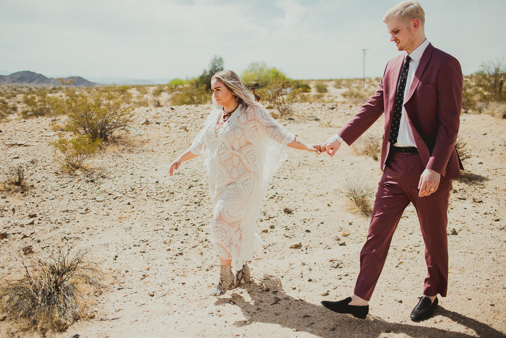 taryn-adam-joshua-tree-elopement-kelley-raye-los-angeles-wedding-photographer-92.jpg