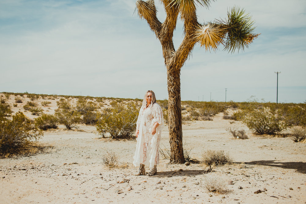 taryn-adam-joshua-tree-elopement-kelley-raye-los-angeles-wedding-photographer-100.jpg