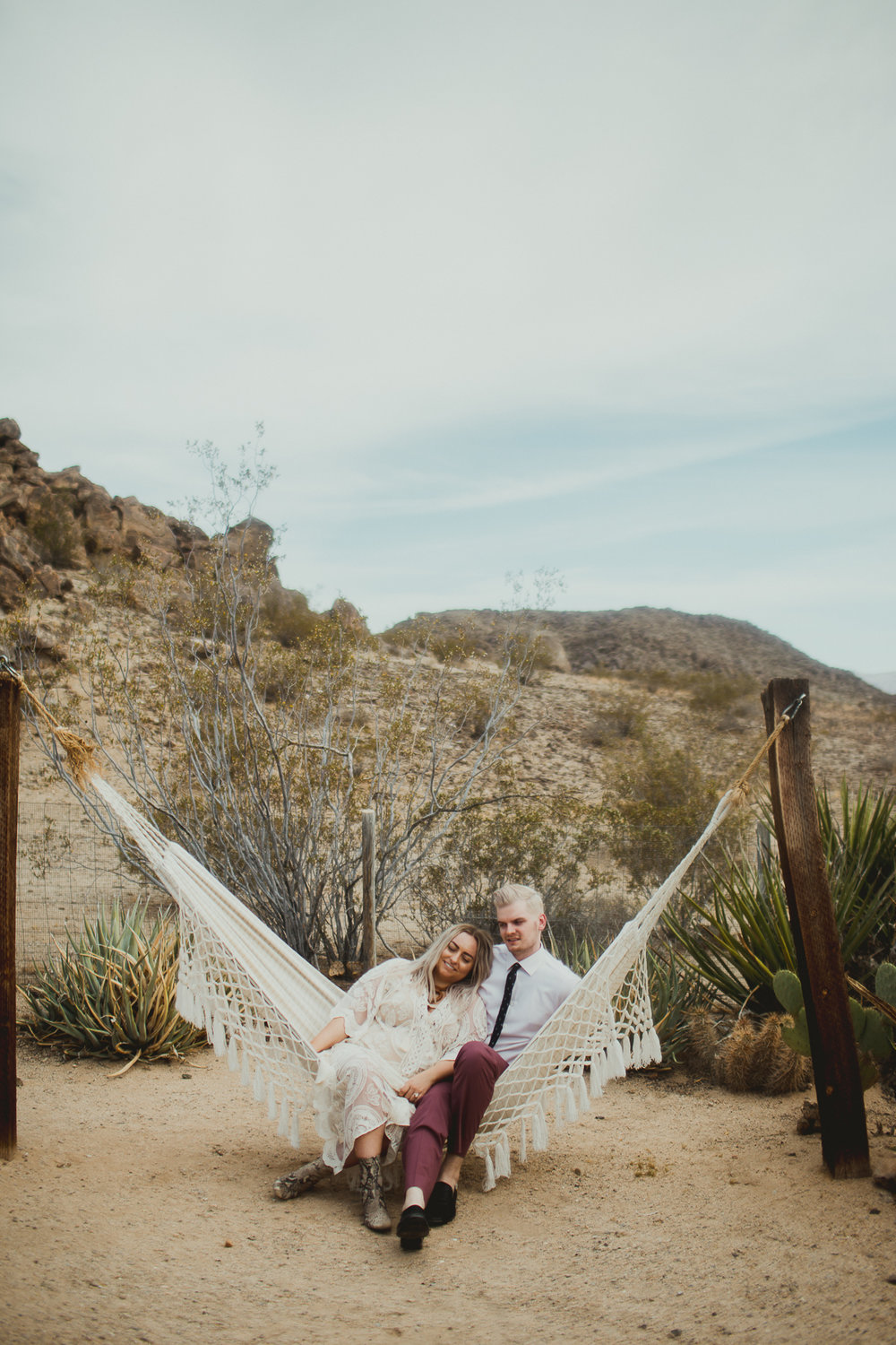 taryn-adam-joshua-tree-elopement-kelley-raye-los-angeles-wedding-photographer-124.jpg