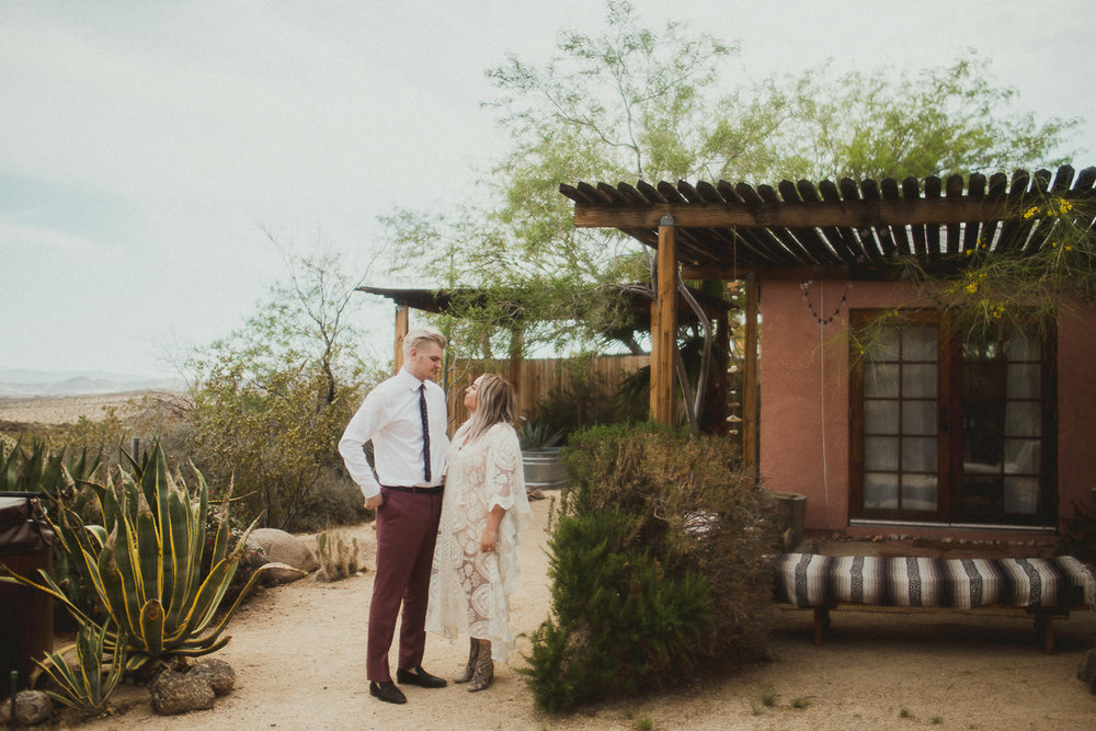 taryn-adam-joshua-tree-elopement-kelley-raye-los-angeles-wedding-photographer-127.jpg