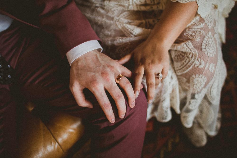 taryn-adam-joshua-tree-elopement-kelley-raye-los-angeles-wedding-photographer-48.jpg
