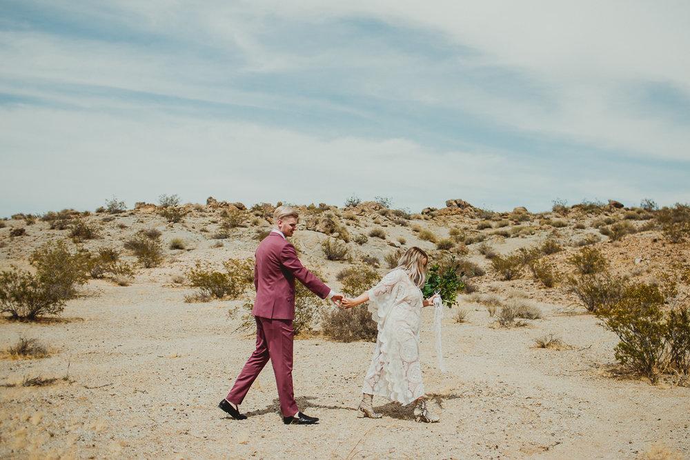 taryn-adam-joshua-tree-elopement-kelley-raye-los-angeles-wedding-photographer-77.jpg