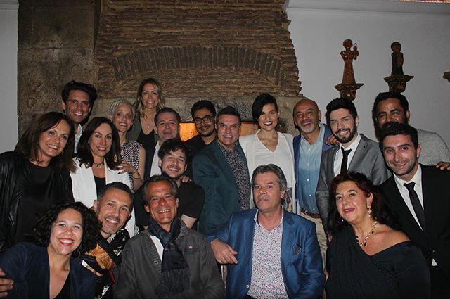 ::Quem vai ao Fado:: Mais uma noite incrível na Casa de Linhares! Visita de amigos, entre eles, Christian Louboutin, Mariza e Mika. Partilha, duetos e experiências musicais improváveis, conversa, gargalhadas, enfim, momentos especiais que acontecem...! #casadelinhares #alfama #melhorfadodacidade #bacalhaudemolho #lisboa #fado #mariza #christianlouboutin #mika #rockinrio
