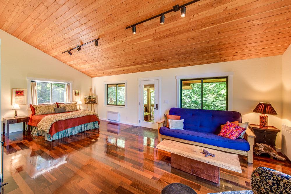 Main Room (Guest suite).jpg