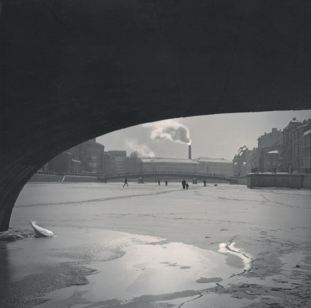 On Fontanka River under the bridge, 2006