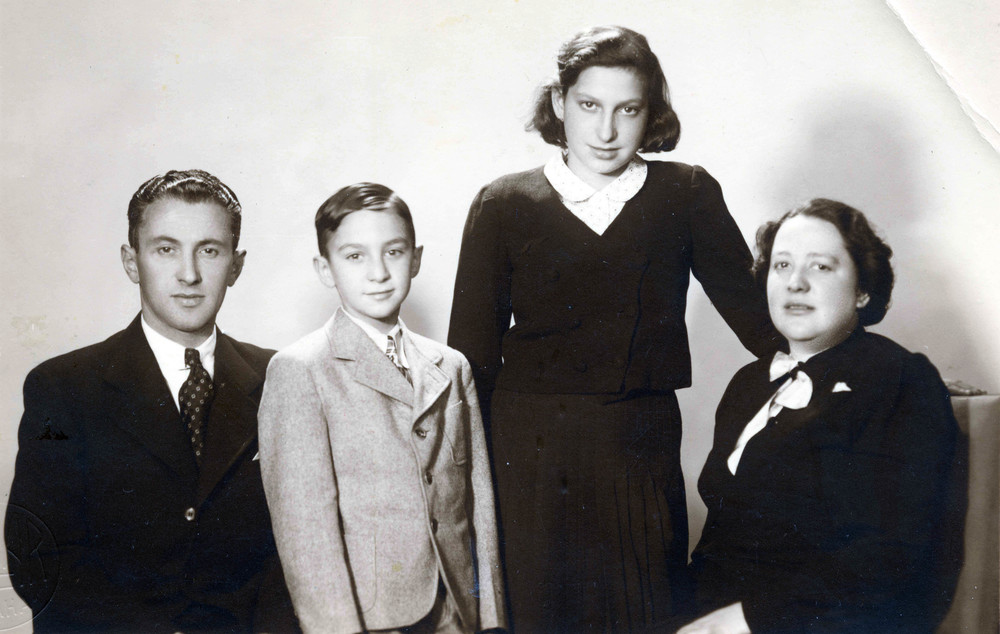 One of the last family portraits taken of Hana with her family and her younger brother, Petr / 1939
