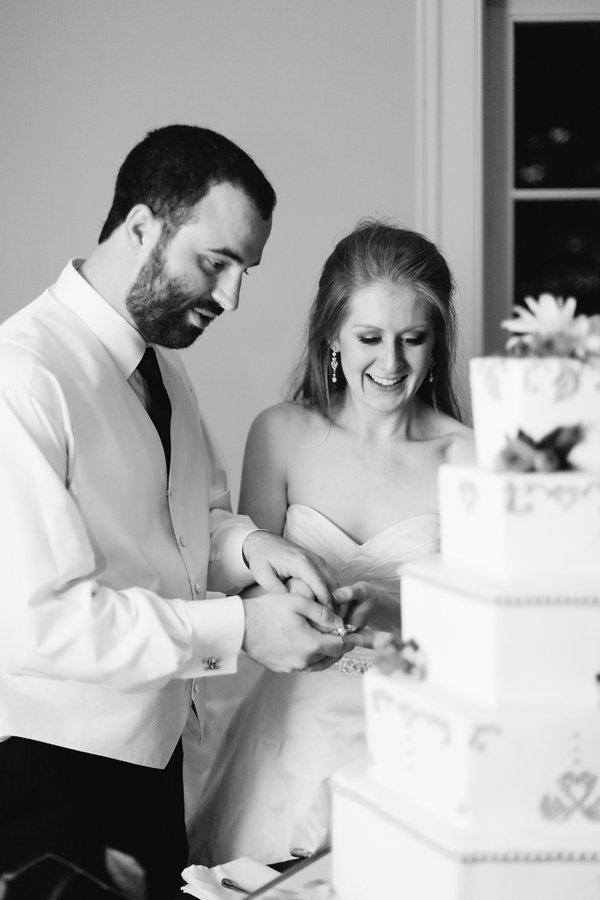 Rose_Hill_Plantation_Wedding_Laurel_Calligraphy_cake_cutting.jpg