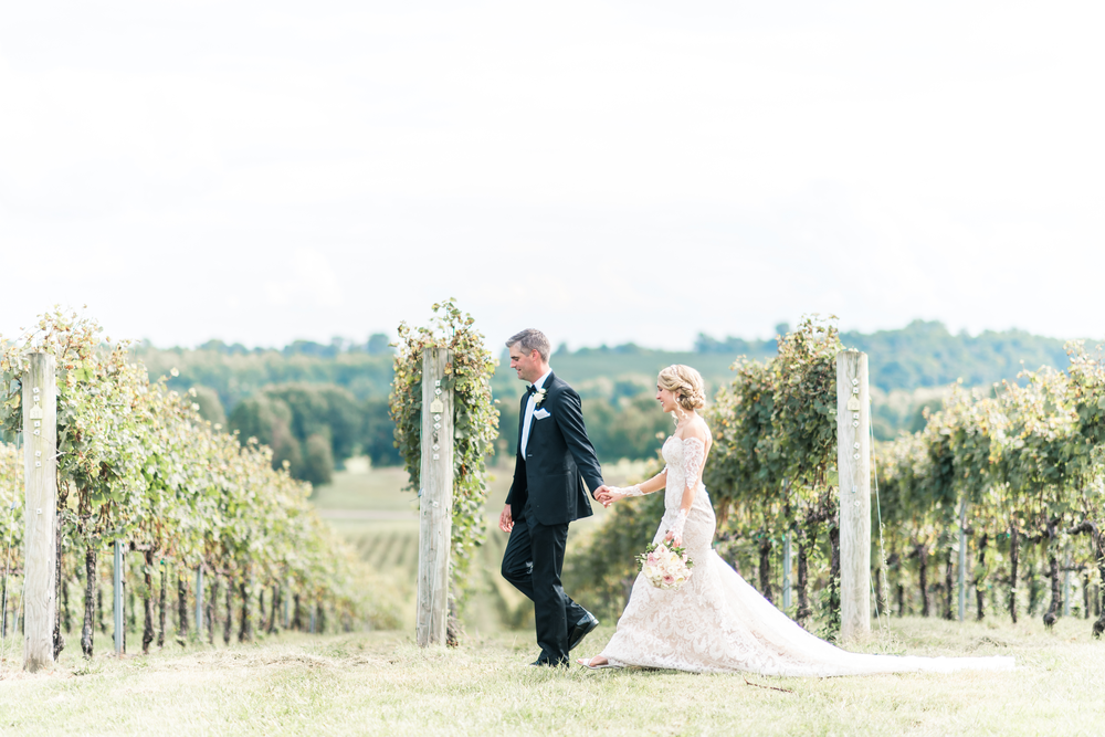 3-chris-lindsay-trump-winery-charlottesville-virginia-wedding-photographer-49.png