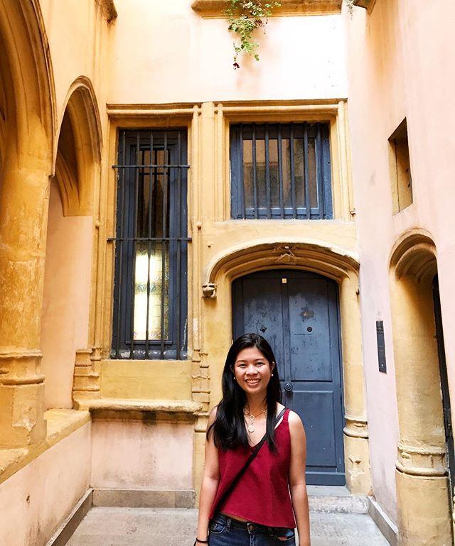 Strolling around picturesque Lyon in @fourcranes 💙