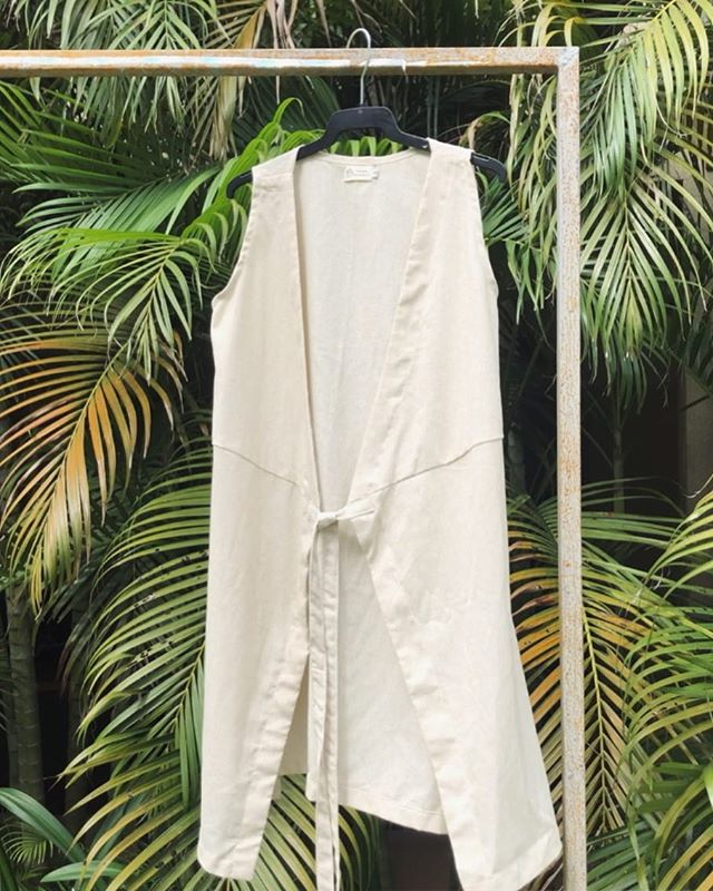 SAM Linen Dress, an understated piece to add to your closet 💕 www.fourcranes.co