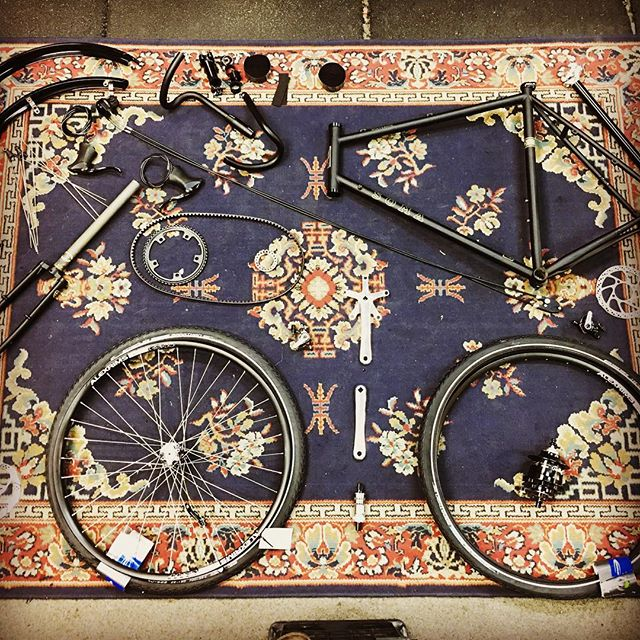 Aiden and I got this bike going together. Our Jointbuilds let you put your dream bike together with our expert tutorlage . #somawolverine #rohloff #gatescarbondrive #beltdrive #dropbar #dropbear #magiccarpet #diy #cheekytransport #jointbuild