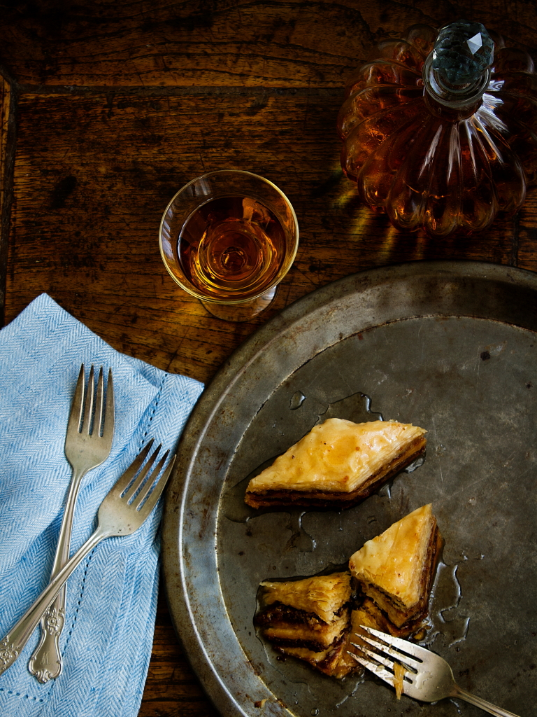 Christmas_Baklava_The_Star_of_Bethlehem_Overhead_Vintage_Liquor_Glass_Bottle_Napkin_Forks
